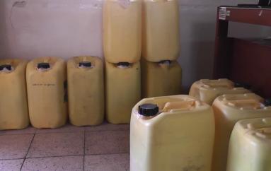 (Video) Más de 700 litros de licor artesanal fueron decomisados en operativos de control.
