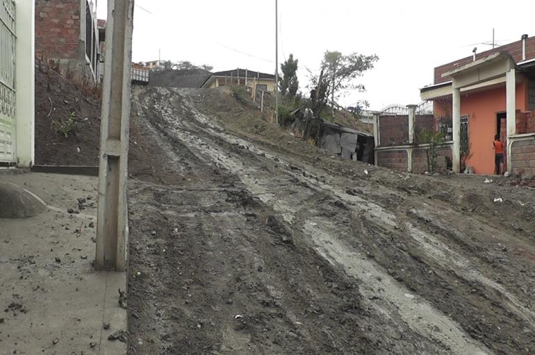 (Video) Moradores de las calles 12 de Octubre y Eugenio Espejo piden lastrado de calles.
