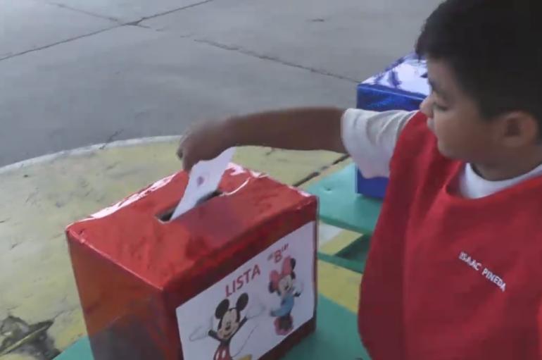 (VIDEO) Unidad de educación inicial Mercedes Quinde eligió a miembros del consejo estudiantil