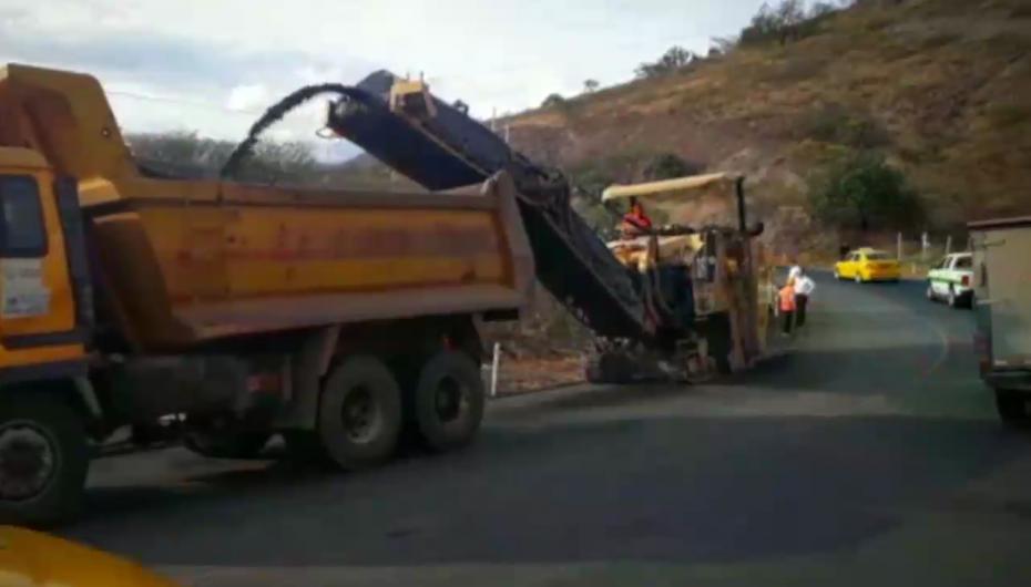 (Video) Este lunes serán asfaltados los primeros 4 km. de la vía Loja-Catamayo.