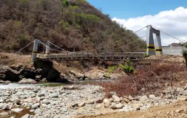 (Video)Soluciones provisionales a puente que une a Loja y el Oro.