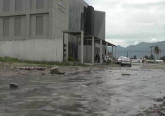 (Video) Aguas de riego circulan por calles de la ciudadela Los Rosales, aquello genera malestar en la comunidad.