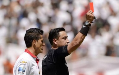 Vinicio Espinel será el árbitro de la final ida Emelec vs. Liga de Quito