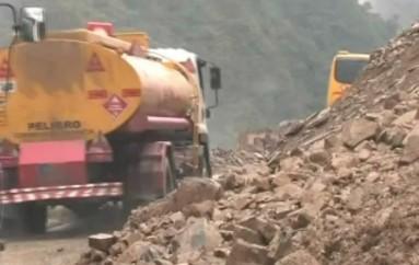 (Video) Arturo Dávila: es posible que se presente un deslizamiento de tierra más grande en la vía