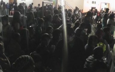 (Video) Barrio La Vega proclamó a madre símbolo