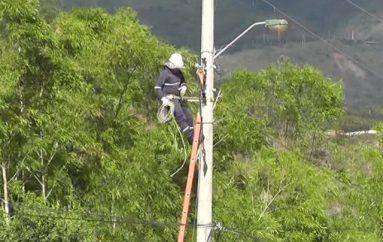 (Video) Empresa Eléctrica Regional amplia el proyecto de iluminación en la vía a la Costa.