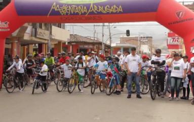 (Video) Cientos de personas participaron del ciclo paseo en Catamayo.
