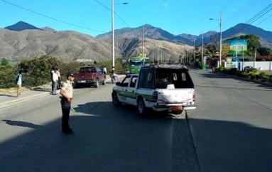 (Video) Accidente de tránsito deja cuantiosos daños materiales.