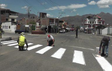Unidad de tránsito municipal realiza pintado de pasos cebras en calles principales