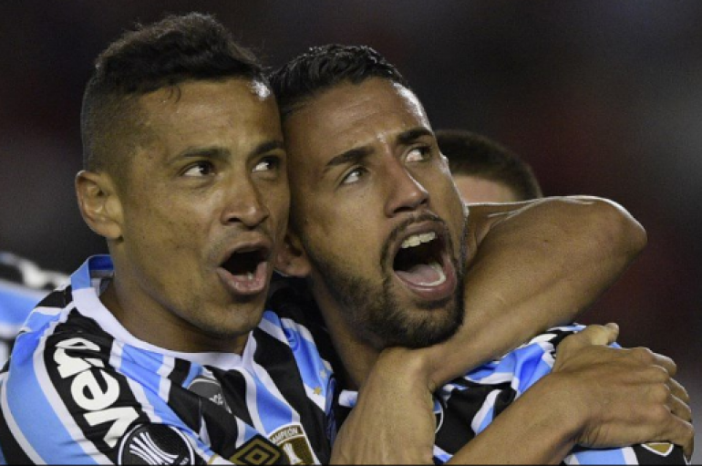 Gremio vence a River Plate de visita y sueña con el bicampeonato.