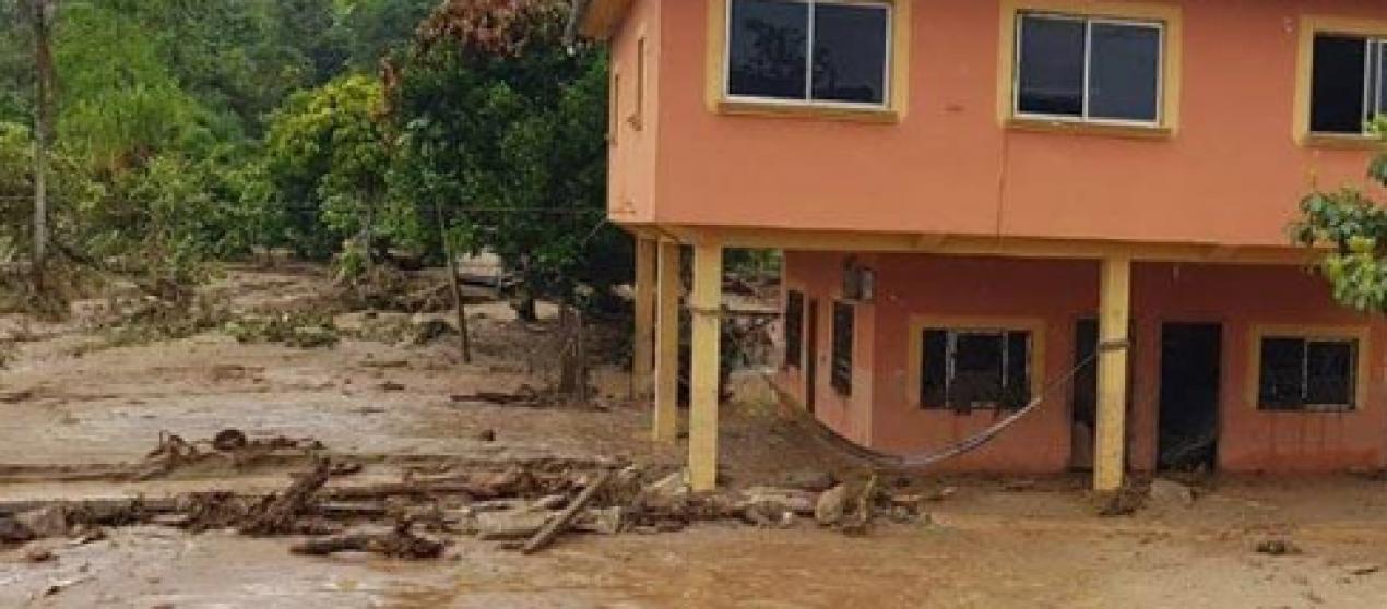 Río cayamatza dejó sin agua y puente a el Pangui.