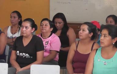 (Video) Padres de familia piden al distrito más docentes para evitar cierre de escuela en la Vega.