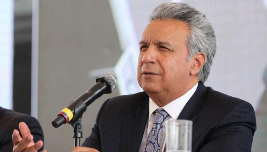 Moreno pide la renuncia de todos sus ministros.