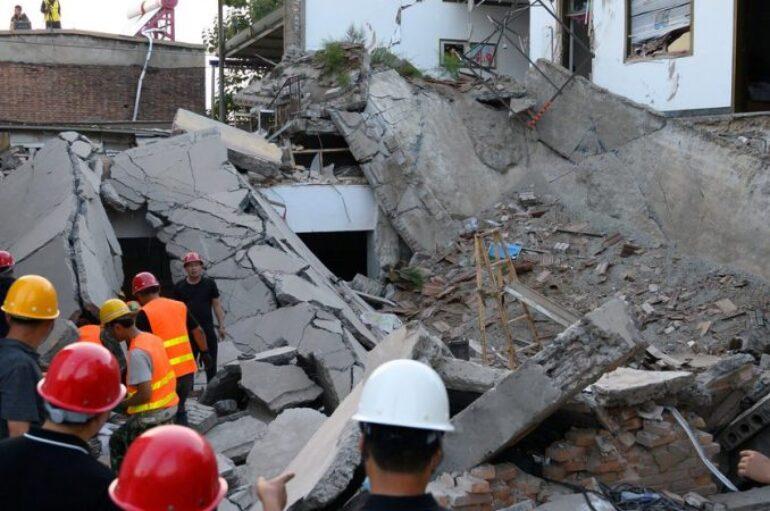 29 fallecidos tras derrumbe de una restaurante en China