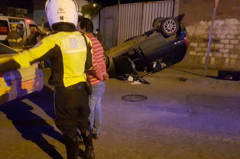 Accidente de tránsito por exceso de velocidad deja un herido en Loja