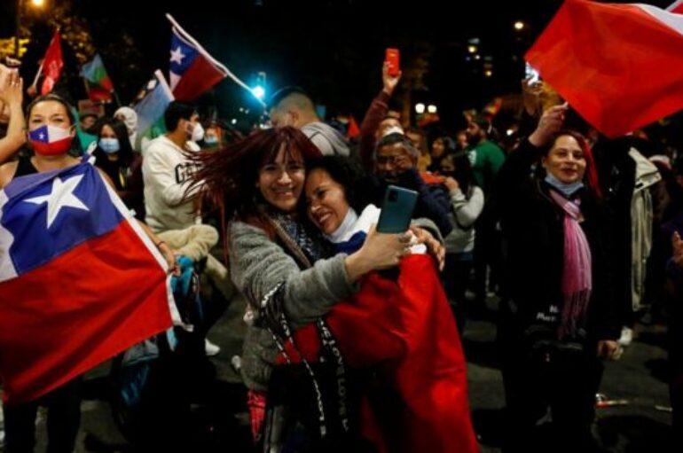 La mayoría de chilenos está a favor de una nueva constitución, según escrutinio definitivo