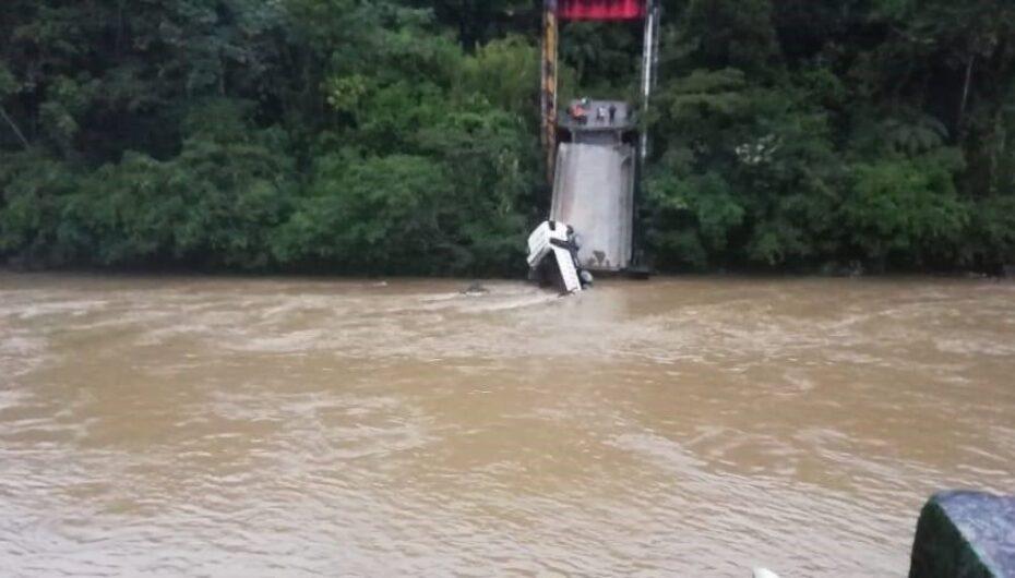En Zamora Chinchipe colapsa el puente que une a los Encuentros con Zarsa