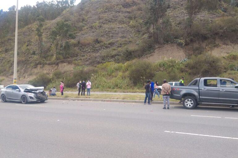 3 vehículos sufren acidente dejando cinco heridos en la vía Cuenca – Azogues