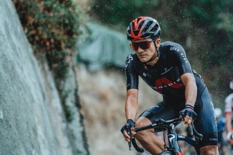 Richard Carapaz terminó en segundo lugar en la primera etapa de la Vuelta a España