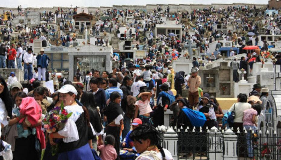 Médicos piden suspender el feriado de día de difuntos para evitar contagios de covid-19