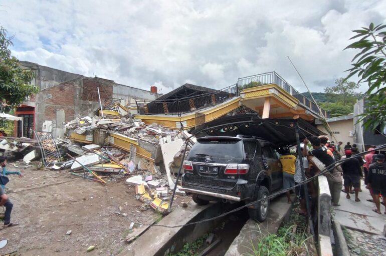 Un potente terremoto de magnitud 6.2 deja muertos y heridos en Indonesia
