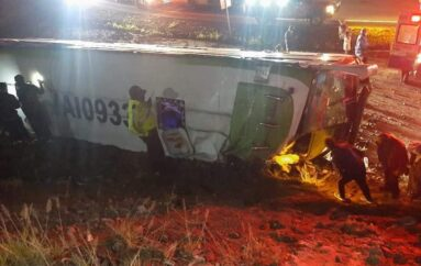 Un muerto y 10 heridos en accidente de bus interprovincial en Carchi