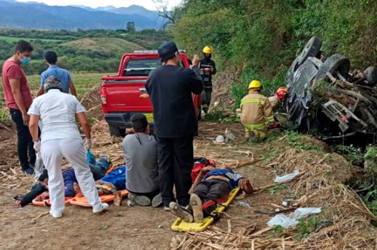Seis personas heridas tras el volcamiento de un vehículo en Catamayo.