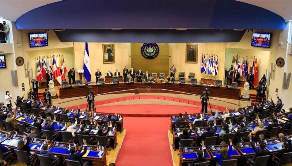 Nueva Asamblea salvadoreña destituye a funcionarios enfrentados a presidente Bukele