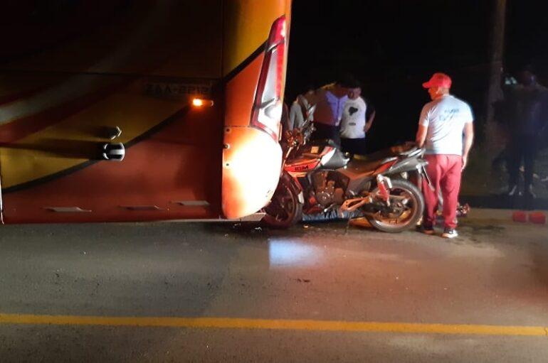 Impacto entre motocicleta y bus se registró vía Loja-Zamora