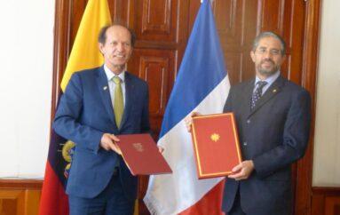 Jóvenes ecuatorianos podrán acceder a visa para trabajar y vacacionar en Francia