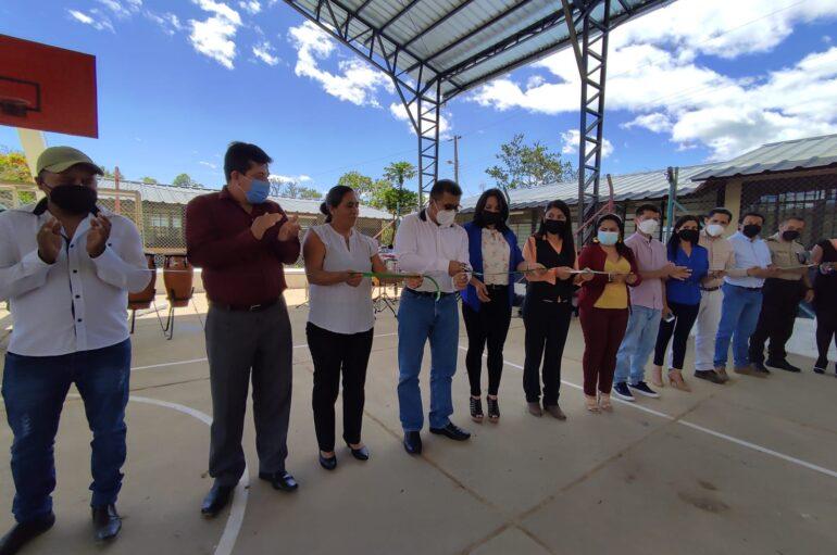 En Olmedo inauguran cubierta de cancha del Barrio Guacanuma