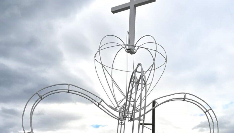 En el taller del GAD de Catamayo se construye el altar en el que transportarán a la Sagrada Imagen de la Virgen de El Cisne