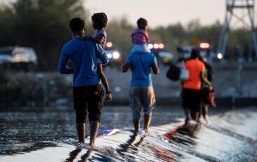 EE.UU. anuncia que ya no hay migrante haitianos en el puente fronterizo