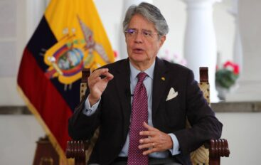 Lasso llegó a Nueva York donde se reunirá con el presidente del Gobierno español